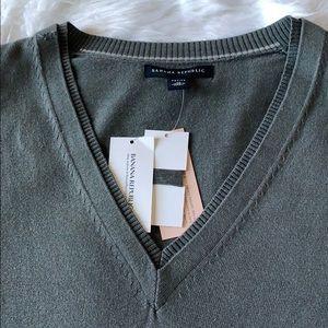 NWT Banana Republic Silk V-Neck Sweater Petite M